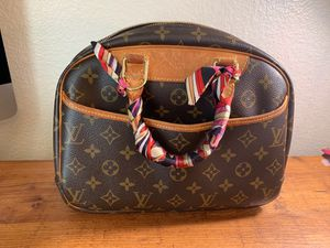 Louis Vuitton trouville 2004 handbag for Sale in San Antonio, TX