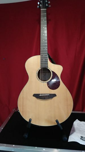 Breedlove Passport Plus C250/SBe Acoustic-Electric Guitar with hard case for Sale in Fairless Hills, PA