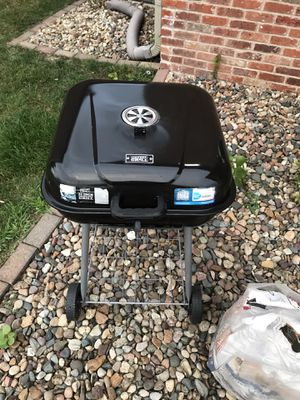 "22"" Charcoal Grill + Two Bags of Charcoal for Sale in Peoria, IL"