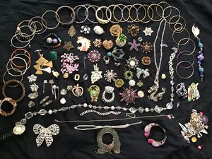 LARGE VINTAGE JEWELRY LOT for Sale in Nashville, TN