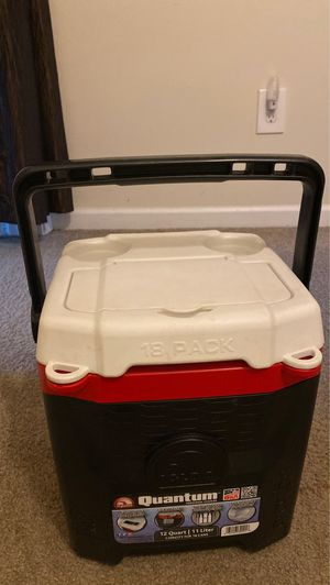 Igloo quantum 12 quart personal cooler box for Sale in Zionsville, IN