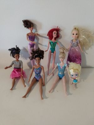 6 beautiful barbie dolls and one free tiny doll Full refund if not 100% satisfied! for Sale in Kissimmee, FL