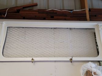 Wall Coat Rack 49.5w x 20h Chicken wire back 4 coat hooks Farm 🚜 Style Decor for Sale in Happy Valley,  OR