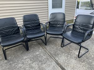 4 Black Leather Chairs and a glass dining room table for Sale in Commack, NY