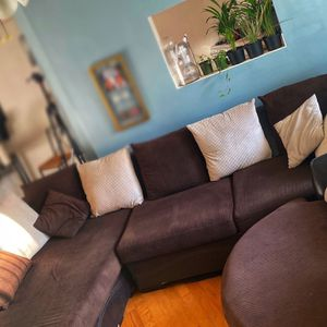 HUGE Sectional couch With Spinning LOVESEAT for Sale in West Hollywood, CA