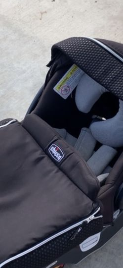 Chicco Keyfit 30 Car seat for Sale in Reedley,  CA