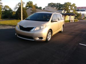 2011 Toyota Sienna fully loaded for Sale in Tampa, FL