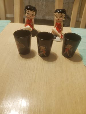 Betty boop collectible salt and pepper shakers and shot glasses for Sale in Lutz, FL