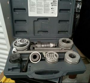 Exhaust pipe stretcher tool set for Sale in Galveston, TX