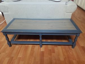 Distressed coffee table for Sale in Spring, TX