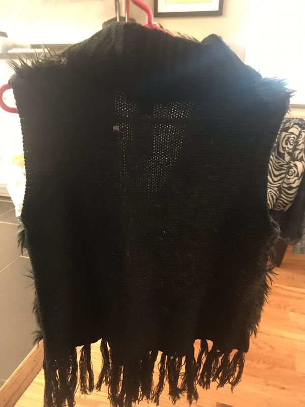 Sweater vest with fur