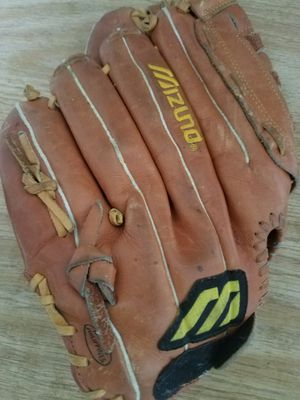 Mizuno Softball Glove for Sale in Hialeah, FL