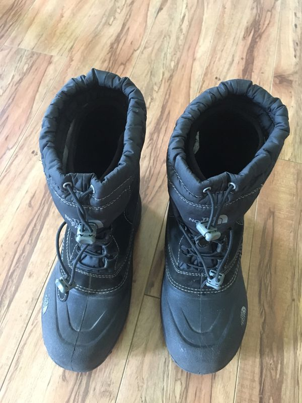 Kids snow boots - size 4 (North Face)