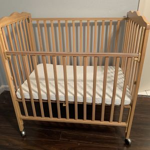 Roll Away Baby Crib for Sale in Houston, TX