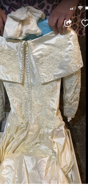 Wedding dress ??size?? 3/5 not sure for Sale in Murfreesboro, TN