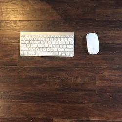 Apple Wierless Keyboard And Mouse for Sale in Tacoma,  WA