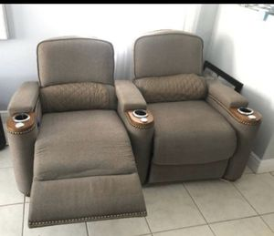 Confortable recliner couch ( super cómodo reclinable)can be disassembled in 2 pieces for Sale in Miami Springs, FL