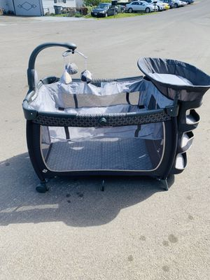 Pack n play with changing table for Sale in Seattle, WA