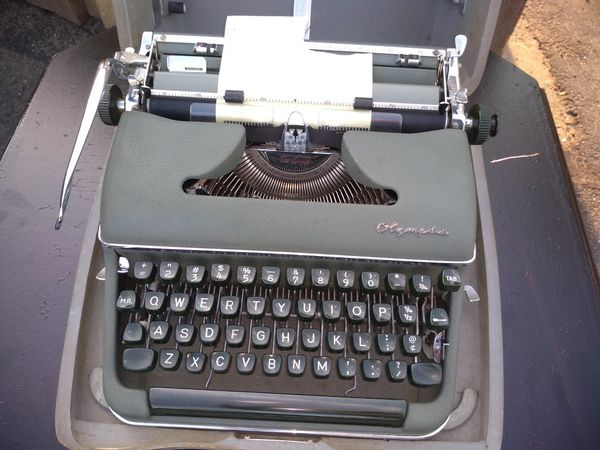 Olympia SM3 Deluxe Green Pica Portable Typewriter w/ Case W Germany