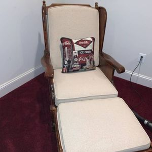 Antique ETHAN Allen Wingback Chair W/ Ottoman for Sale in Alexandria, VA