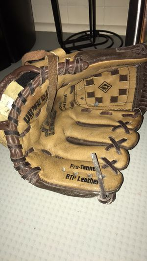 Franklin youth baseball glove for Sale in North Andover, MA