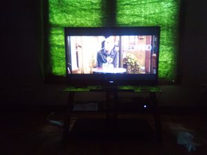 47 inch Vizio Tesla tv ,Xbox one and and glass tv stand for Sale in Alexandria, LA