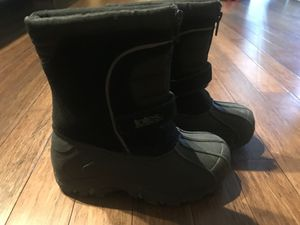 $15 snow boots size 11 toddler for Sale in Dallas, TX
