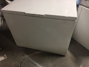 USED LARGE CHEST DEEP FREEZER COMES WITH 60 DAY WARRANTY SAME DAY DELIVERY AVAILABLE for Sale in Norfolk, VA