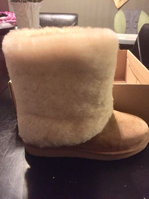 Ugg Boots size 7 authentic. for Sale in Columbus, OH