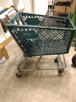 Hastings plastic shopping cart for Sale in Cashmere, WA