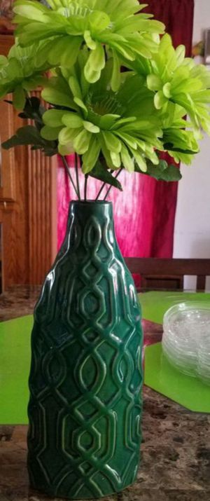 Green flower vase for Sale in Ontario, CA
