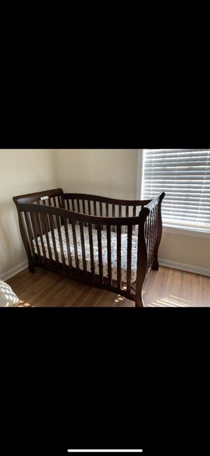 Baby crib with mattresse for Sale in Cumming, GA