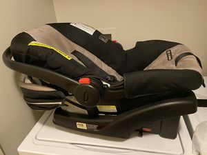 Gracie snugride 35 click connect car seat and base for Sale in Spring Hill, TN