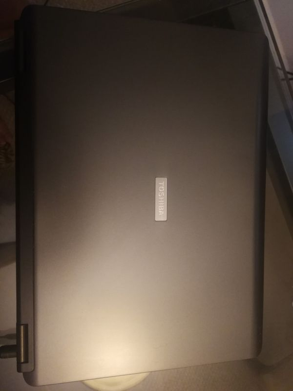 Satellite Toshiba 15in laptop package