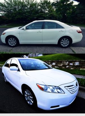 2OO8 Toyota Camry price $8OO RLL for Sale in Oakland, CA