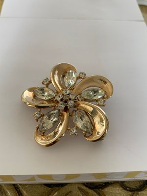 Vintage Trifari Crown gold tone brooch for Sale in Naperville, IL