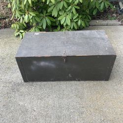 Vintage Texas Trunk Co. Inc. 1983 Wooden Foot Locker Or Ammo Trunk for Sale in Spanaway,  WA