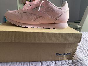 Reebok Size 6 1/2 pink for Sale in Powder Springs, GA