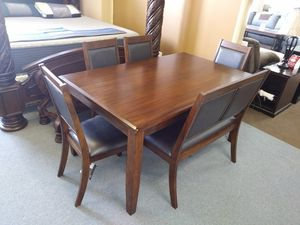 Meredy - brown- dining room table set (6/cn) for Sale in Orlando, FL