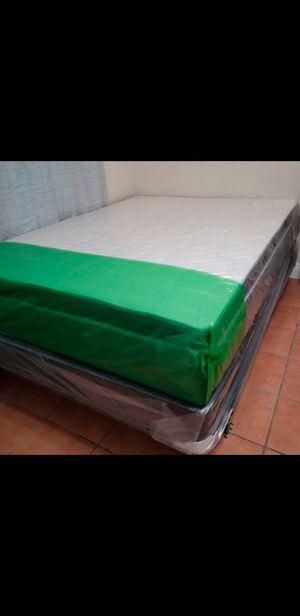 QUEEN SIZE MATTRESS PILLOW TOP INCLUDES BOX SPRING WRAPPED IN PLASTIC ALL NEW for Sale in Lauderhill, FL