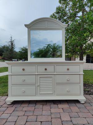 Solid Wood Dresser w/ Mirror for Sale in Alafaya, FL