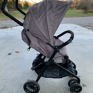 Gray Stroller for Sale in Spring Hill, TN