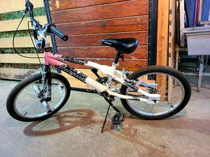 "Girls 20"" Mongoose Slyde Freestyle Bike for Sale in MARRIOTTSVL, MD"