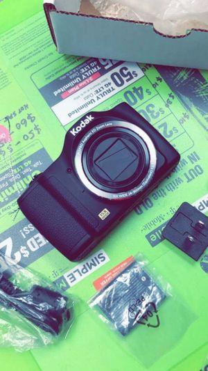 KODAK PIXPRO FZ152 Compact Digital Camera - 16MP 15X Optical Zoom HD Video (Brand New in Box) for Sale in Arlington, TX