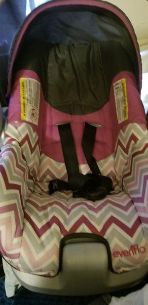 Infant car seat 35$ for Sale in Kalamazoo, MI