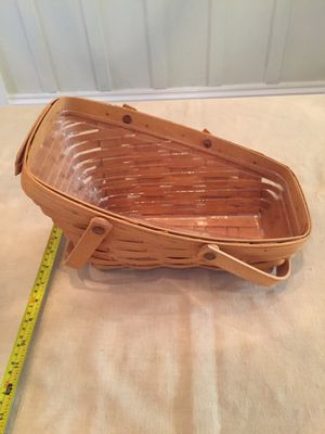 Longaberger Medium Vegetable Basket + protector for Sale in Alameda, CA