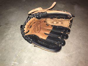 Louisville Slugger kids left hand glove for Sale in Alpharetta, GA