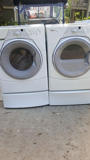 Whirlpool duet Heavy-duty front load washer and dryer on pedestals Works great for Sale in Nashville, TN
