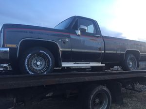 1986 GMC C1500 for parts solid bed good 5.0 motor sold trans for Sale in Chicago, IL