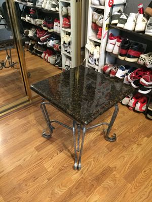 Small coffee table for Sale in Modesto, CA